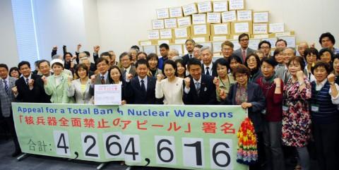 NPT署名提出行動